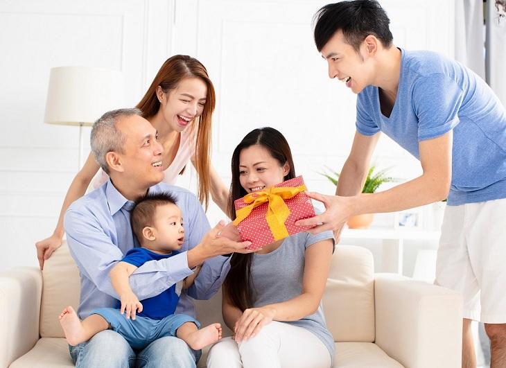 Quan tâm, hỏi han cha mẹ trong ngày lễ Vu Lan
